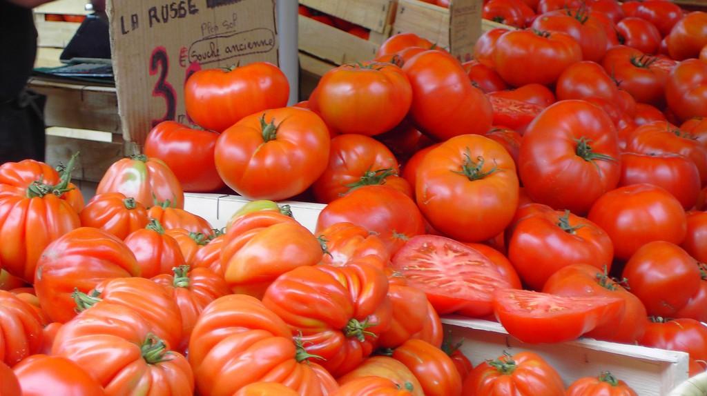 Tomato season at Arles market in Provence | © Haphazard Traveler/Flickr