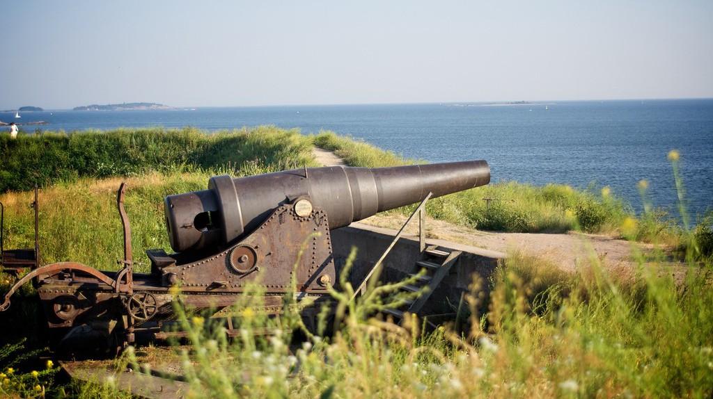 One of the guns at Suomenlinna/ Maria Morri/ Flickr