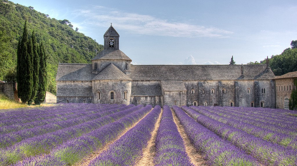 Provence has a vast array of different architectural wonders spanning the centuries   © Salva Barbera/Flickr