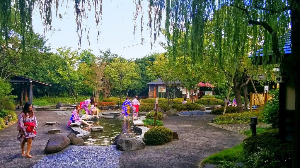 Outdoor wading pools at Oedo Onsen Monogatari | © Ronny Siegel/WikiCommons