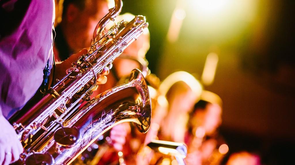 "<a href=""https://pixabay.com/en/band-music-musical-instruments-691224/"">Saxophone player | Pixabay </a>"