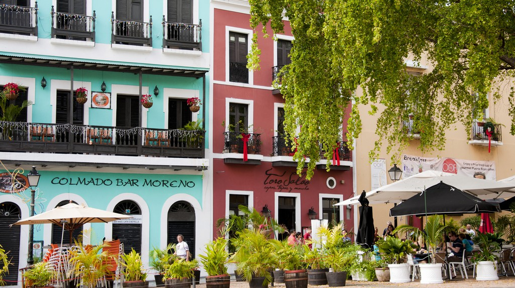 Colorful buildings and outdoor dining in Old San Juan   © vxla/ Flickr