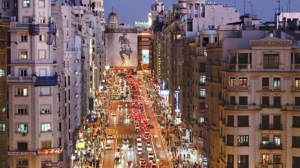 Gran Vía at night | © Madrid Destino Cultura Turismo y Negocio