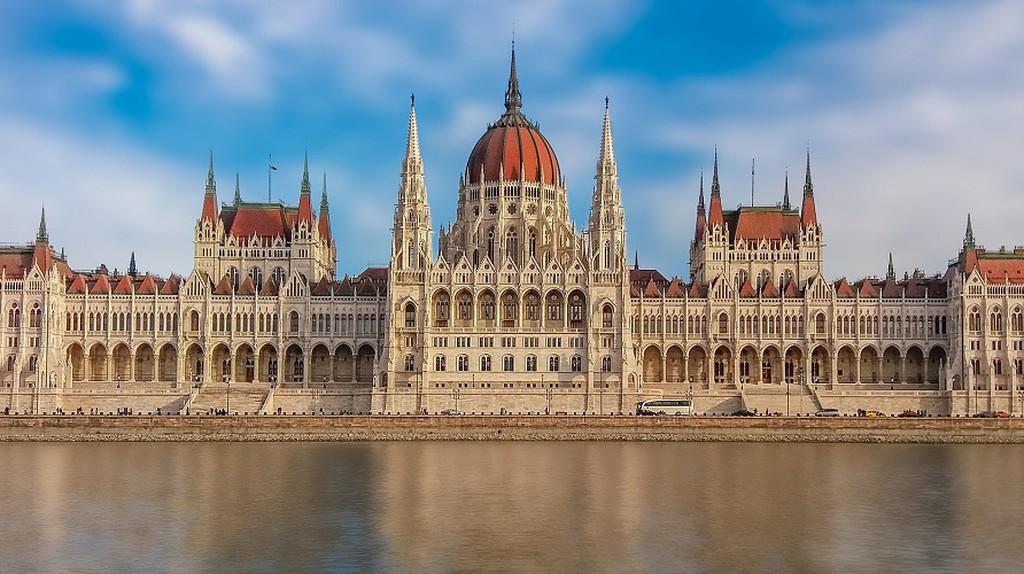 Hungarian Parliament Building / Pixabay