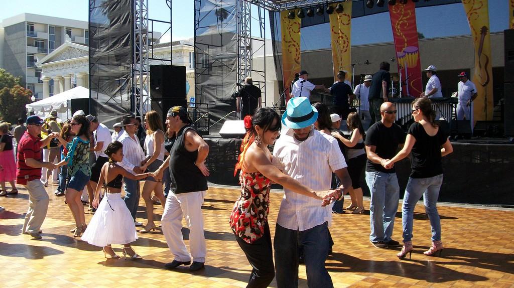 Salsa dancing at a salsa festival | © Clotee Pridgen Allochuku/ Flickr