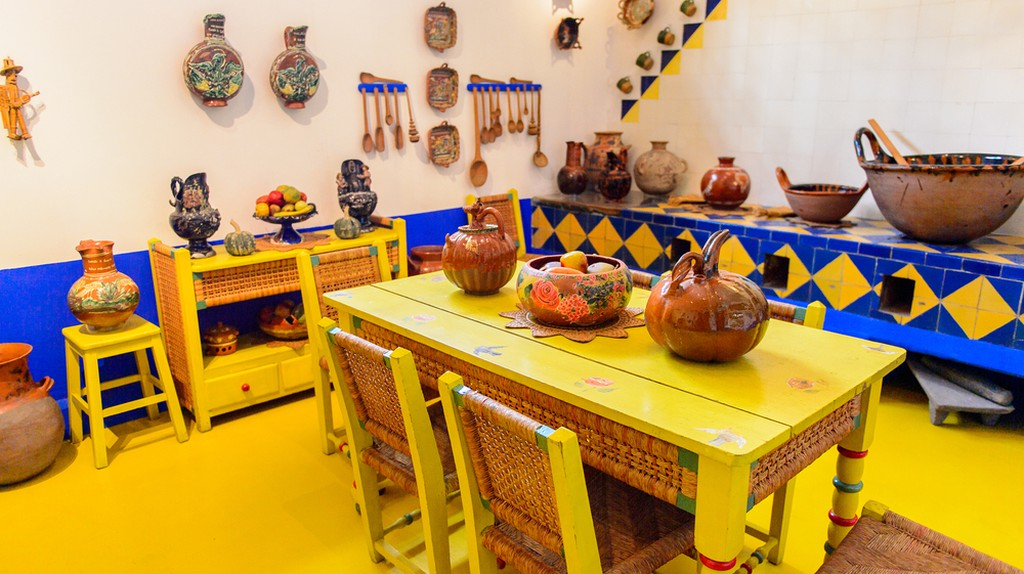 Kitchen in the Blue House (La Casa Azul), historic house and art museum dedicated to the life and work of Mexican artist Frida Kahlo | © Anton_Ivanov/Shutterstock