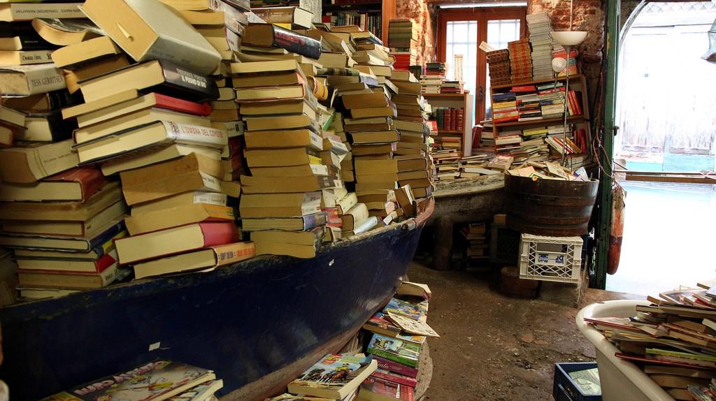 Acqua Alta bookstore   hinnosaar/Flickr