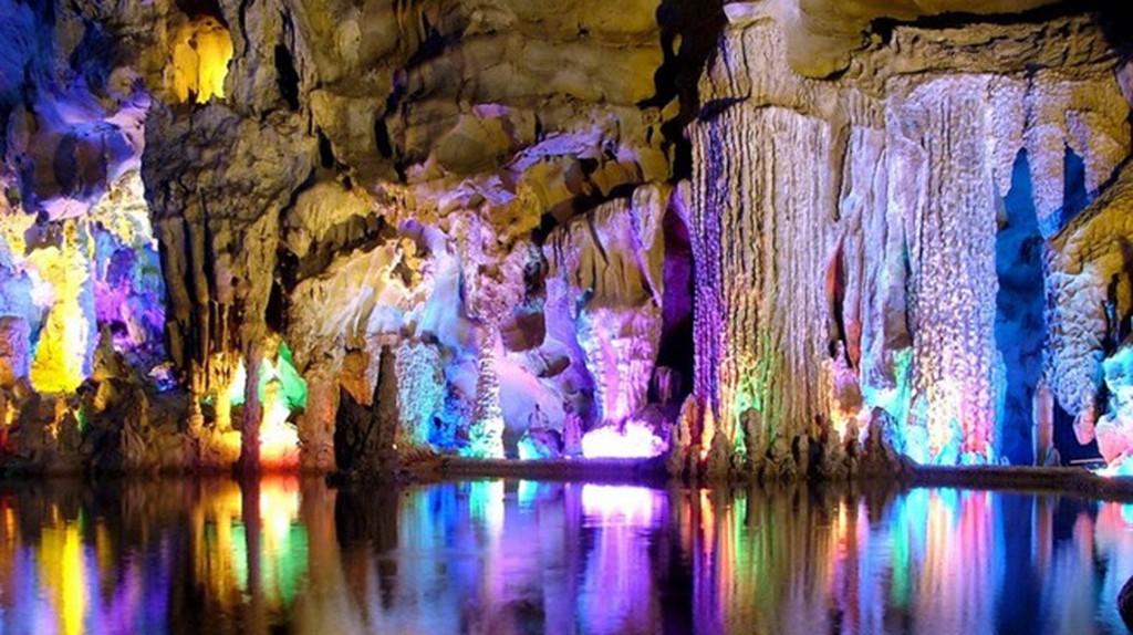 Reed Flute Cave China  © Adrian Curt Dannemann/Flickr