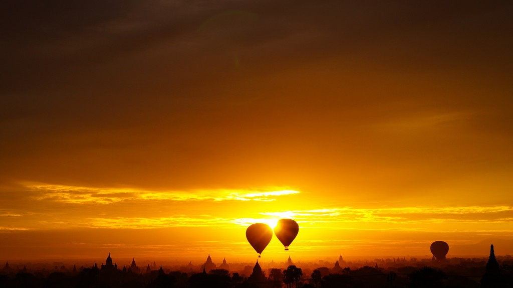 Sunrise in Bagan |  © Alexander Mueller/Flickr