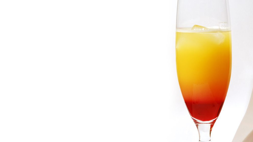 A Tequila Sunrise cocktail | © Benjamin Nussbaum/Flickr