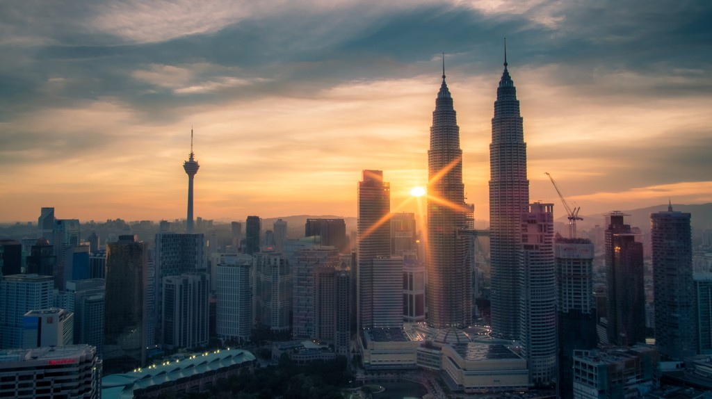 "<a href=""https://www.flickr.com/photos/i-gunawan/28382831843/"" target=""_blank"" rel=""noopener noreferrer"">Sunburst over Kuala Lumpur cityscape   © Indra Gunawan / Flickr</a>"