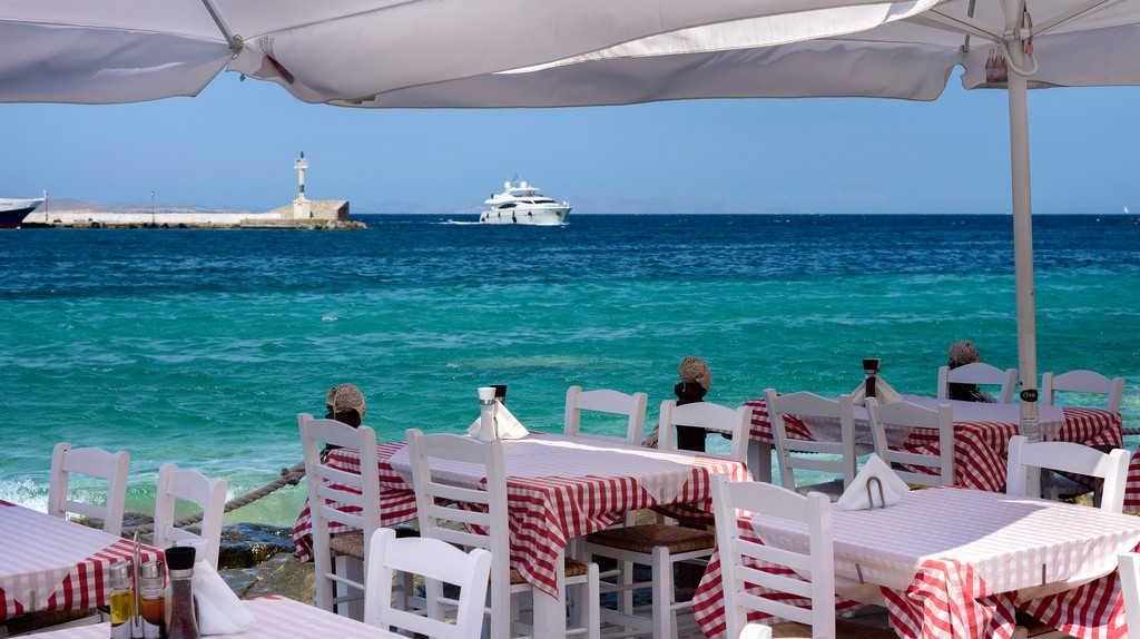 Seaside dining in Greece |  © Joe deSousa/Flickr