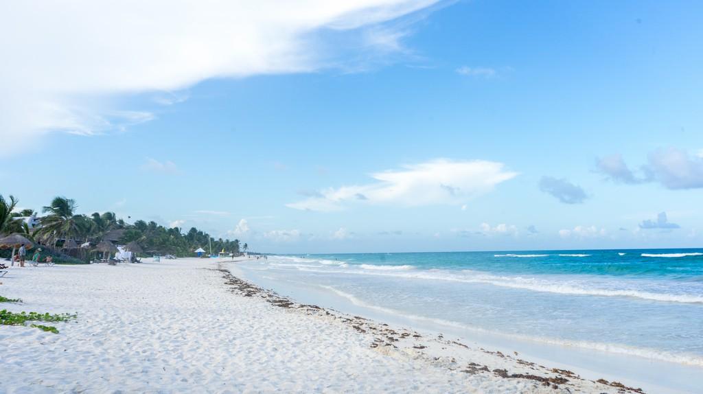 Lounge on the beaches | © Gabriel Garcia Marengo/Flickr