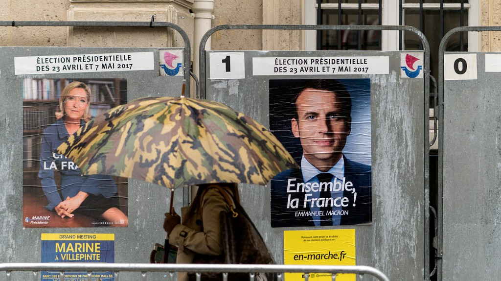 Macron and Le Pen campaign posters in Paris | © Lorie Shaull/Flickr