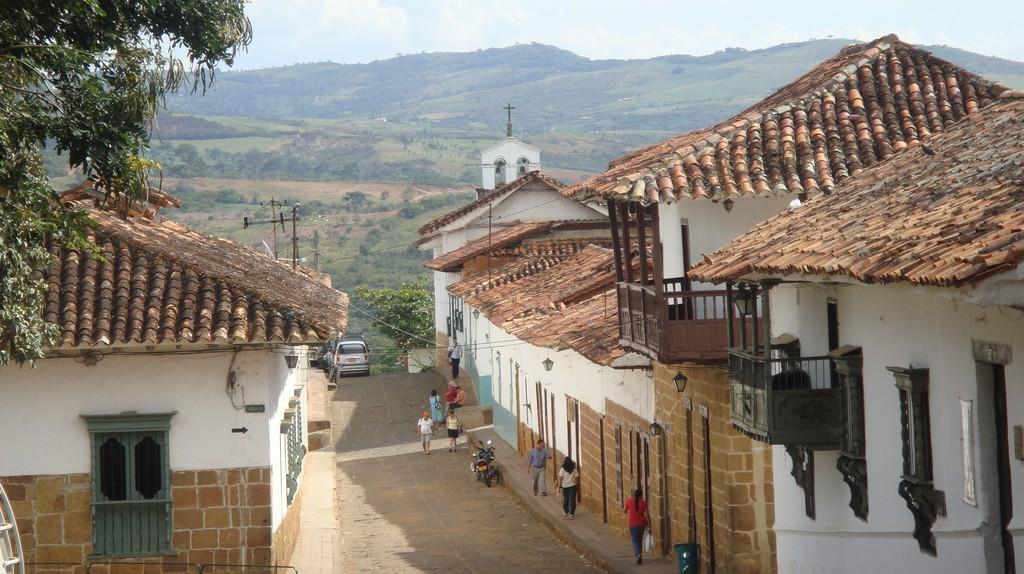 Barichara Colombia | © amanderson2/Flickr https://www.flickr.com/photos/amanderson/4154992943/in/photolist-7kaqDn-7kem45-9eW3Ru-9eW3dw-9eW3o1-qQLC2U-qyhHcd-9eSX5c-9eSUuk-9eSUm6-9eW43d-9eSVJF-9eSUe2-9eSVVt-9eSUCX-6xyqep-qyhEV9-9eSVan-6xyq9p-9eW5NL-LdCctC-LnWqTX-Lk3LyW-LnWa38-KWBBLm-Lk3HkS-LdCbxj-LnWtKt-LdC7Qj-LnWkXV-Lk3o57-KWBd4m-Lk3MJb-Krgaek-Lg84Xe-KqYF4q-LdC3Wh-6nWFbw-5kgjSM-bYPCM1-qNy8jd-qQQZ1x-qyoVmR-7kekrN-9eSWwx-sbVfby-5w1bWr-qEDYuQ-qNy5A7-9eSWLV