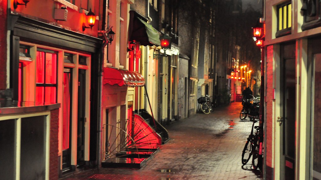 Prostitution windows in Amsterdam's Red Light District | © Karolina / Flickr