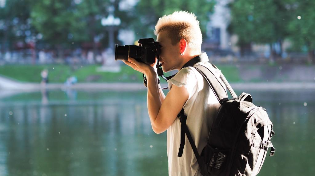 A photographer outdoors   © kishjar?/ Flickr