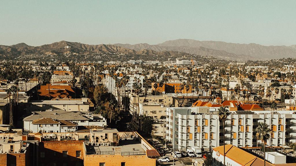 Los Angeles   © Abbie Bernet/Unsplash