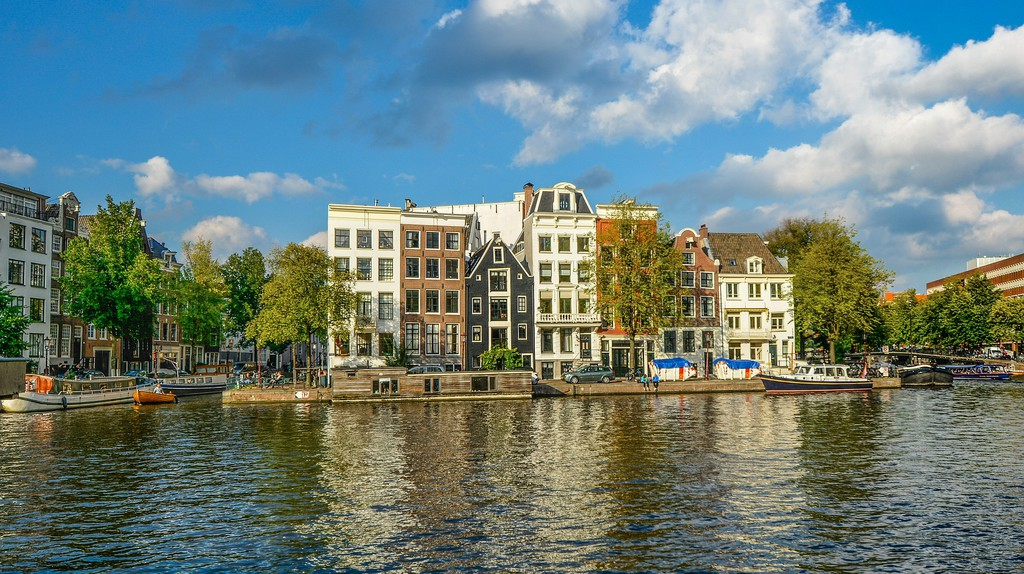 Sunshine over Amsterdam's canals | © pixabay