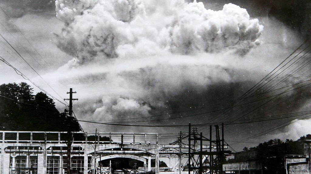 Atomic cloud over Nagasaki from Koyagi-jima by Hiromichi Matsuda | Wikimedia Commons