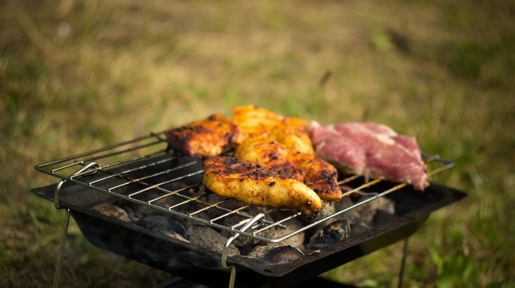 Barbecue, Grill  | © Courtesy of tookapic/Pixabay