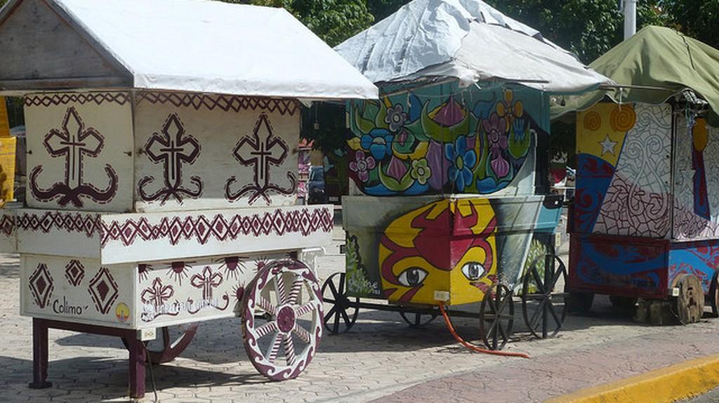 Mexican caravans in Cancún   © Fraser Mummery/Flickr