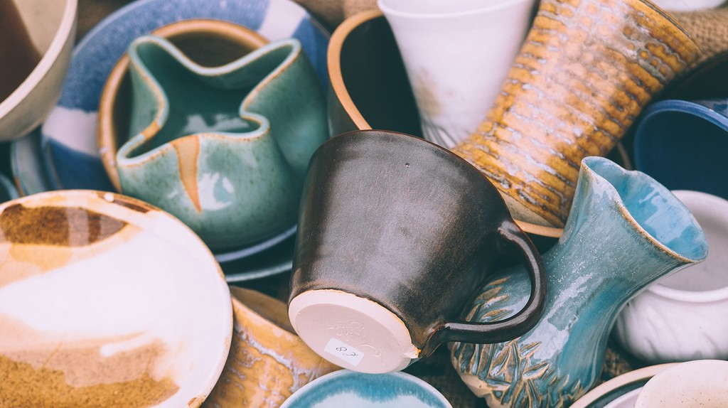 Buy locally made ceramics as a unique keepsake | © Pexels / Pixabay