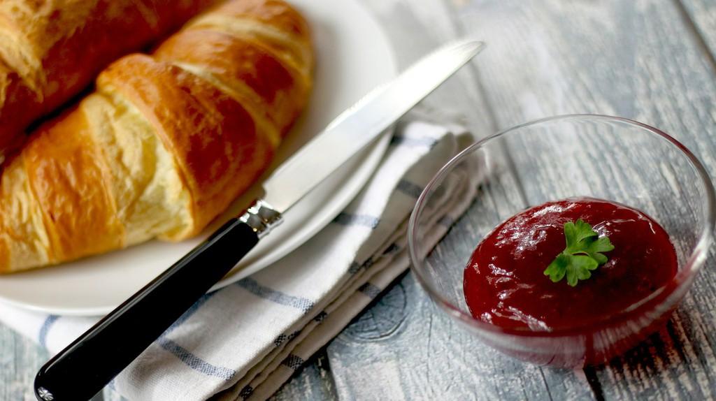 Croissants and jam | © JESHOOTS/Pixabay