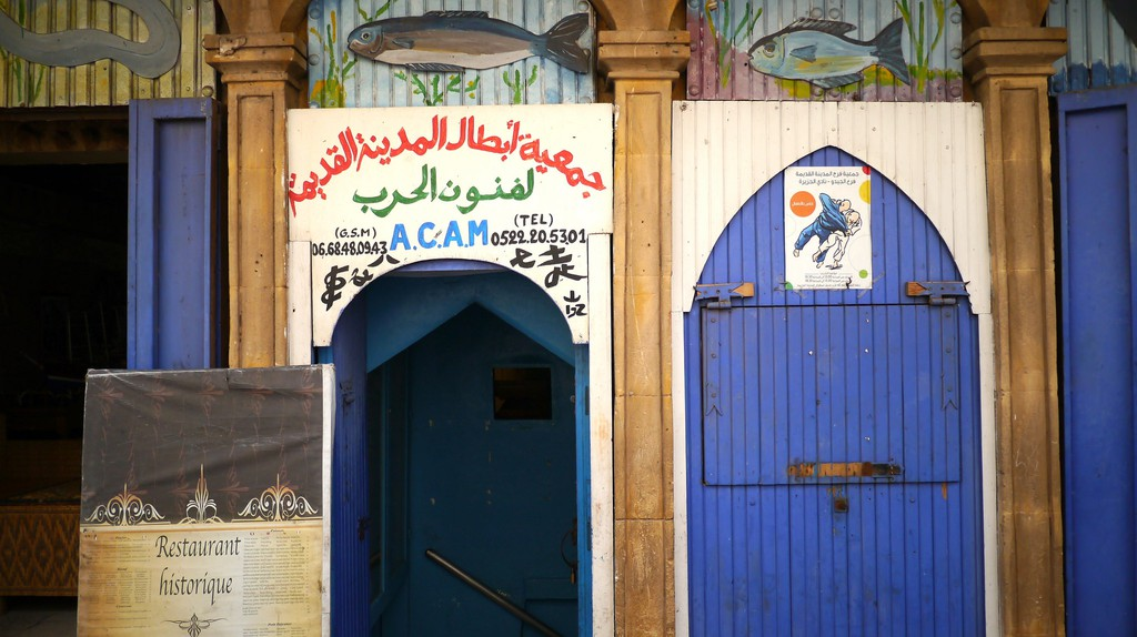 "<a href=""https://www.flickr.com/photos/jacobjung/28201225651/"" target=""_blank"">Door to a seafood restaurant in Casablanca 