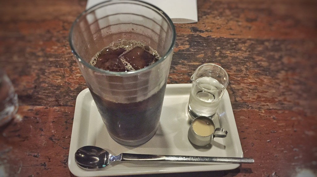 Iced coffee at Café de L'Ambre in Ginza, Chuo   © T.Tseng/Flickr