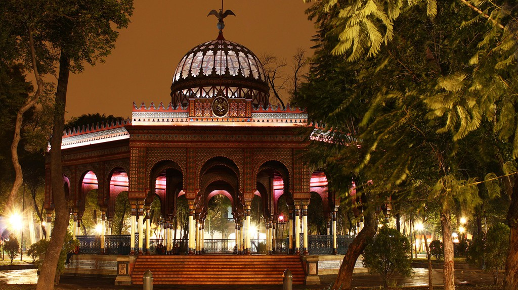Kiosco Morisco after dark | © Ulisesmorales/WikiCommons