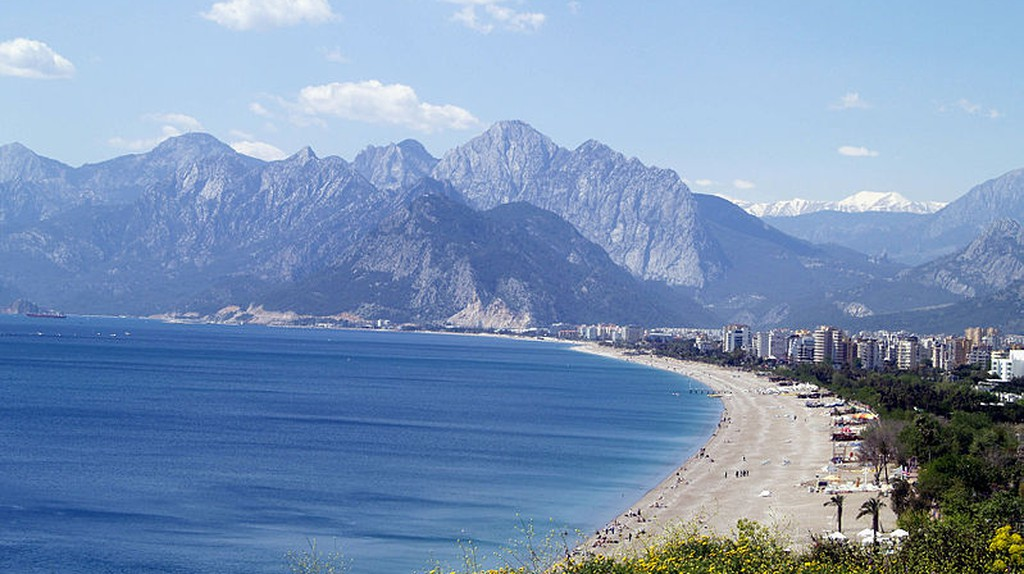 Konyaaltı Beach | © Bozaltan/Wikimedia Commons