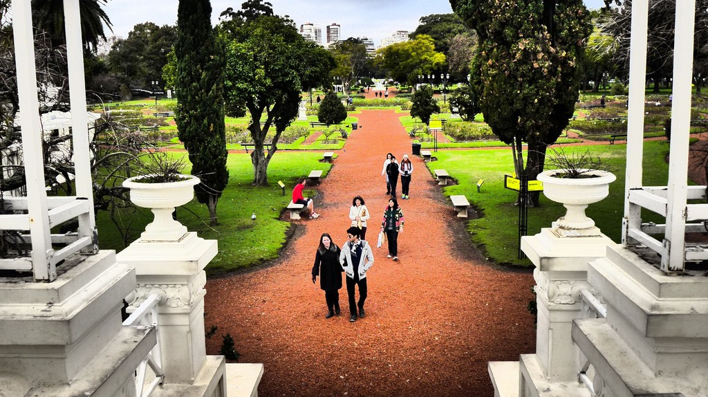 The Greek bridge in Buenos Aires' rose garden, or El Rosendal | © Madeleine Deaton/Flickr