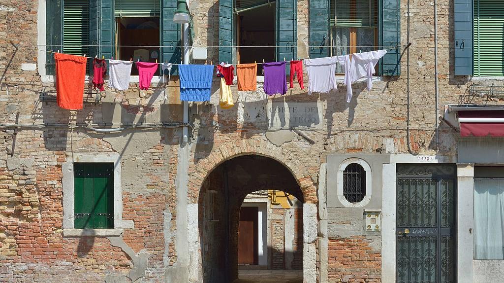 Laundry   Moroder/WikiCommons