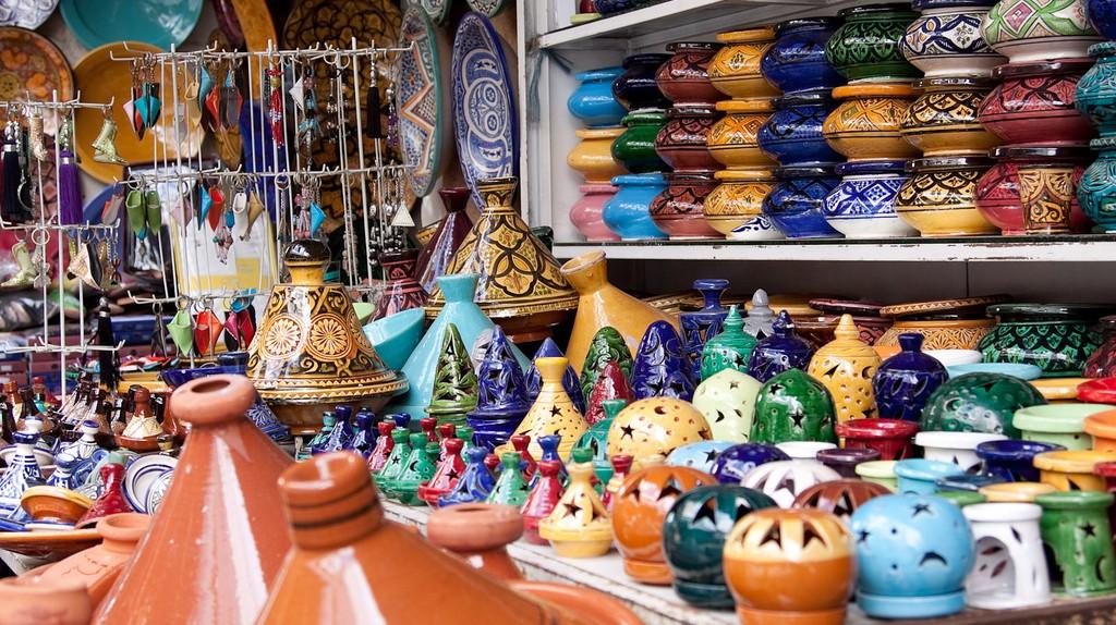 Colourful ceramics in a store in Casablanca   © Brandon Atkinson / Flickr