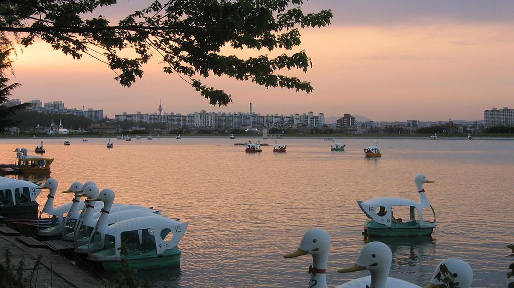 Suseong Lake | © Thorfinn Stainforth / Wikimedia