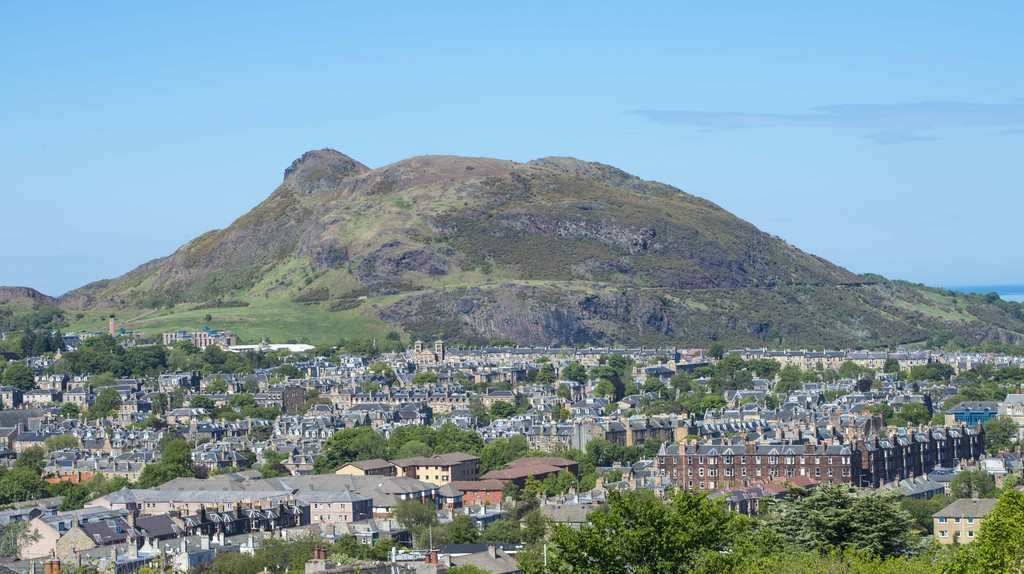 Arthur's Seat and the city of Edinburgh seen from Blackford Hill | © VisitScotland
