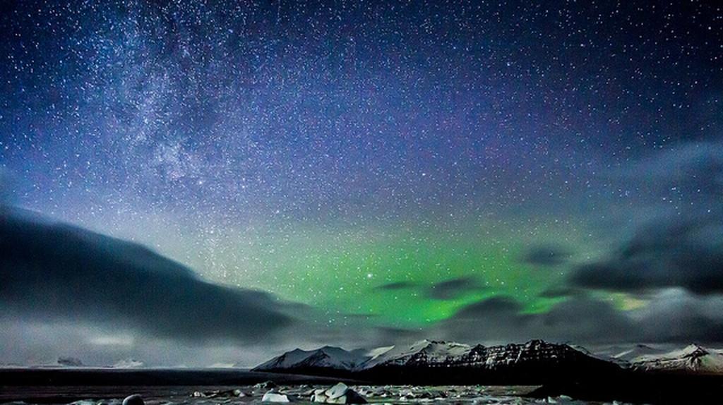 Stars over Iceland   © Claudia Regina/Flickr