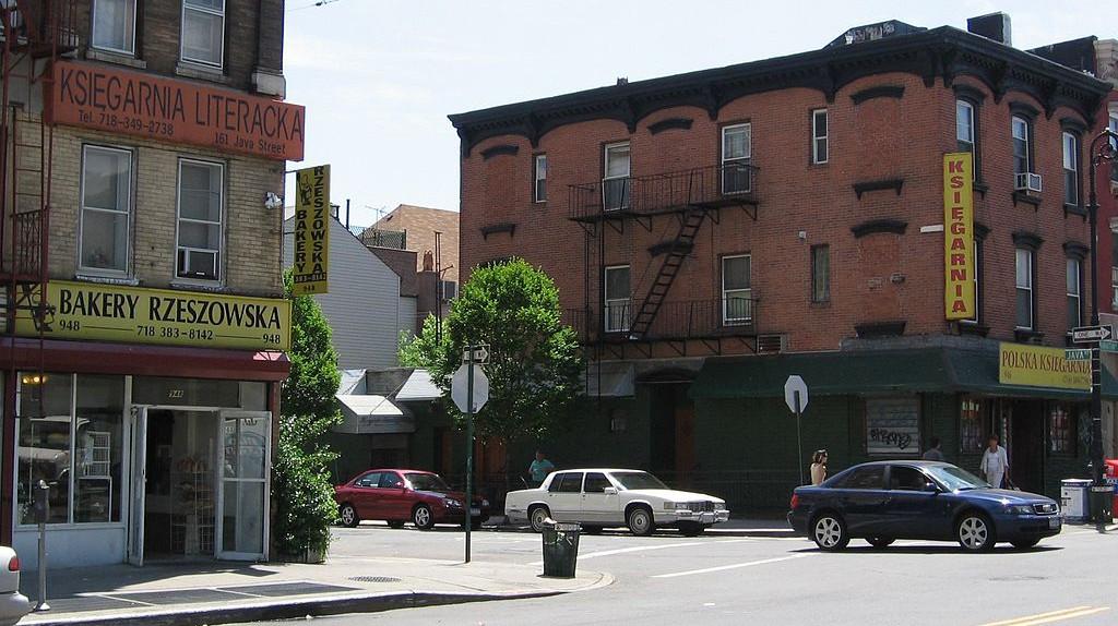 "Greenpoint | © <a href=""https://commons.wikimedia.org/wiki/File:Greenpoint_Brooklyn.JPG"">Kgwo1972 / WikiCommons</a>"