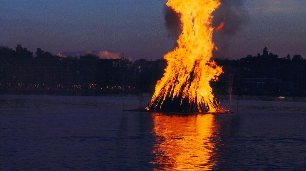 A midsummer bonfire/ Wikicommons