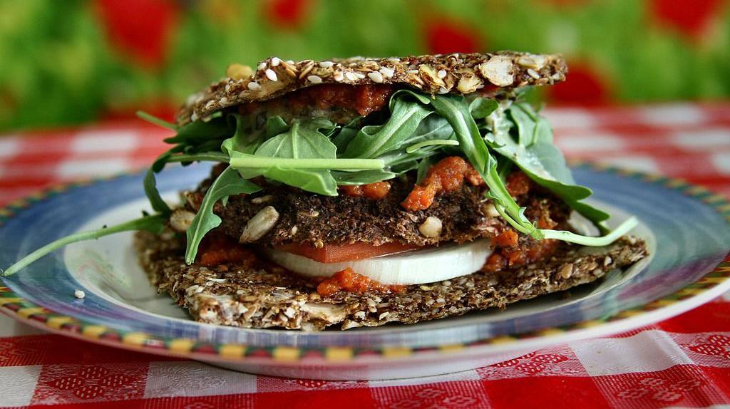 Raw Vegan Veggy Patty   © nuagecafe / Wikimedia