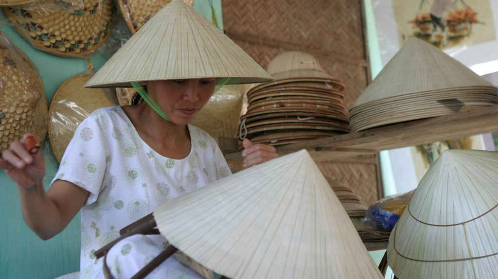 Making conical hats | © UNIDO/Flickr