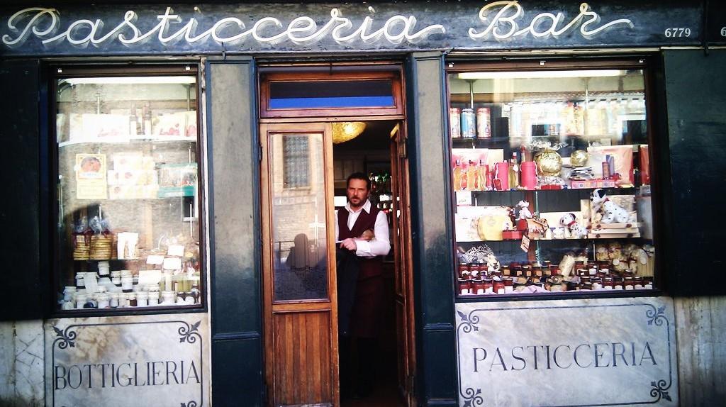 The Italian pastry shop | mkl20/Flickr