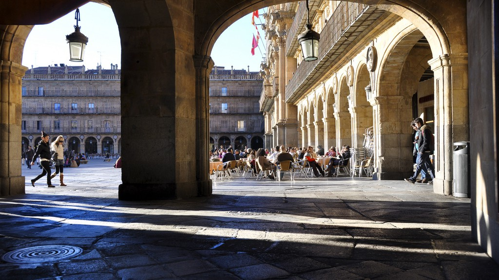 Pavement cafés in Salamanca I © keith ellwood/Flickr