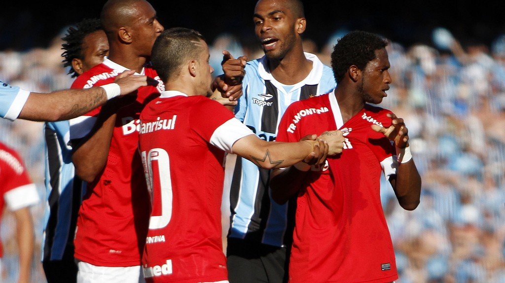 A confrontation between players of Grêmio and Internacional | Guilherme Testa/Flickr