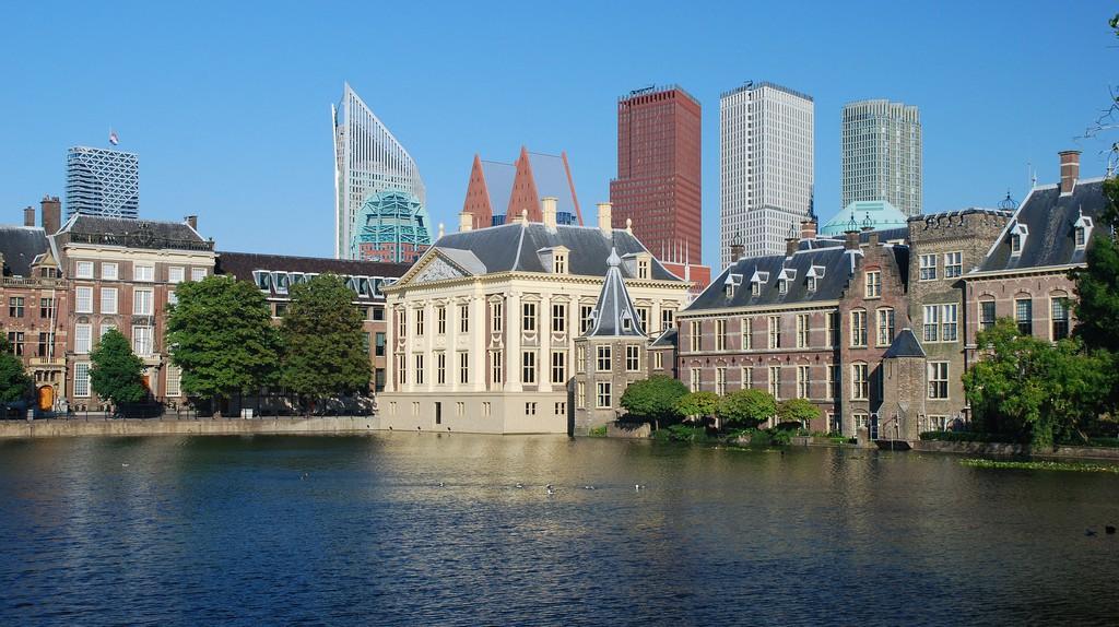 The Hague's skyline behind Mauritshuis   © pixabay