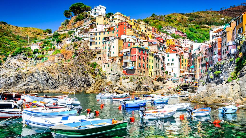 Cinque Terre. Riomaggiore village in a small valley in the Liguria region of Italy   © Emi Cristea / Shutterstock