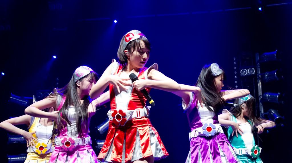 Idol group Momoiro Clover Z performs   © Dj ph/WikiCommons