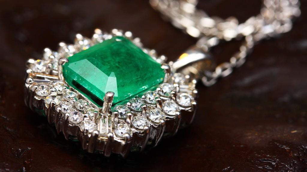 Colombian emerald   © Engin_Akyurt / Pixabay