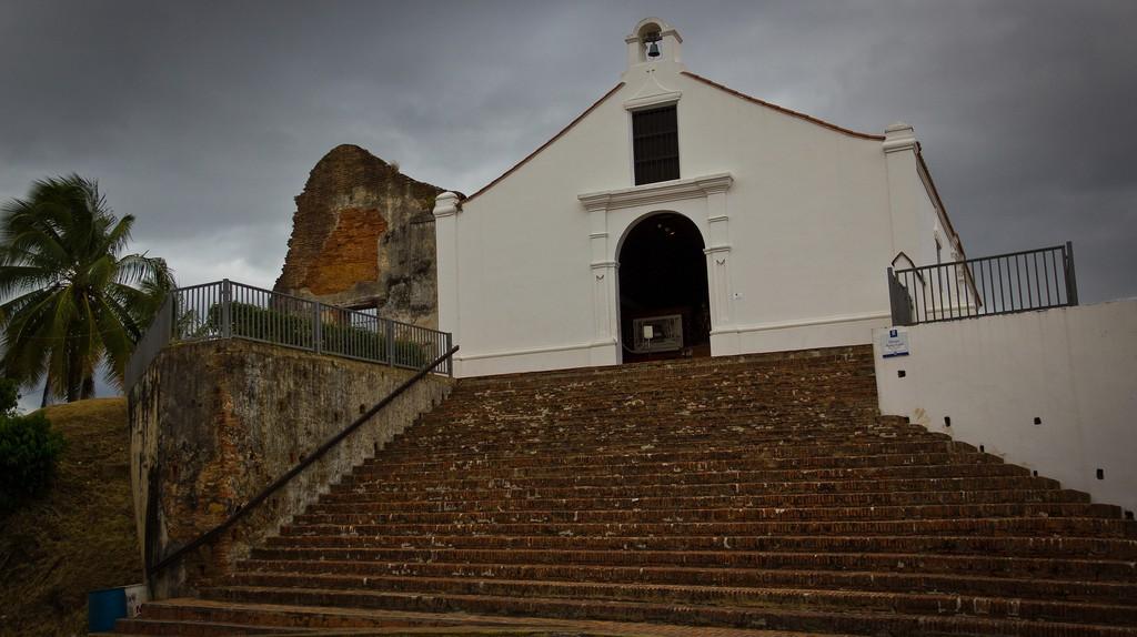 The white exterior of Porta Coeli Church | © Ben Schmitt/Flickr